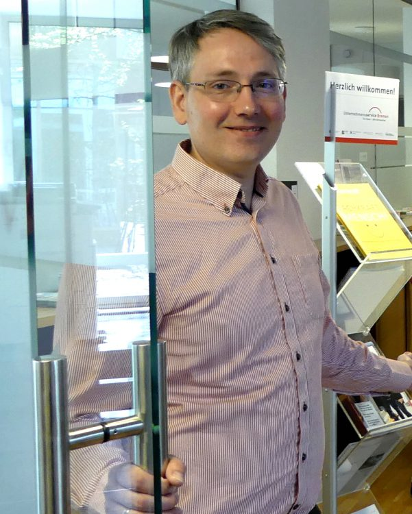 Manuel Kühn ist Leiter des Willkommensservice im Unternehmensservice Bremen