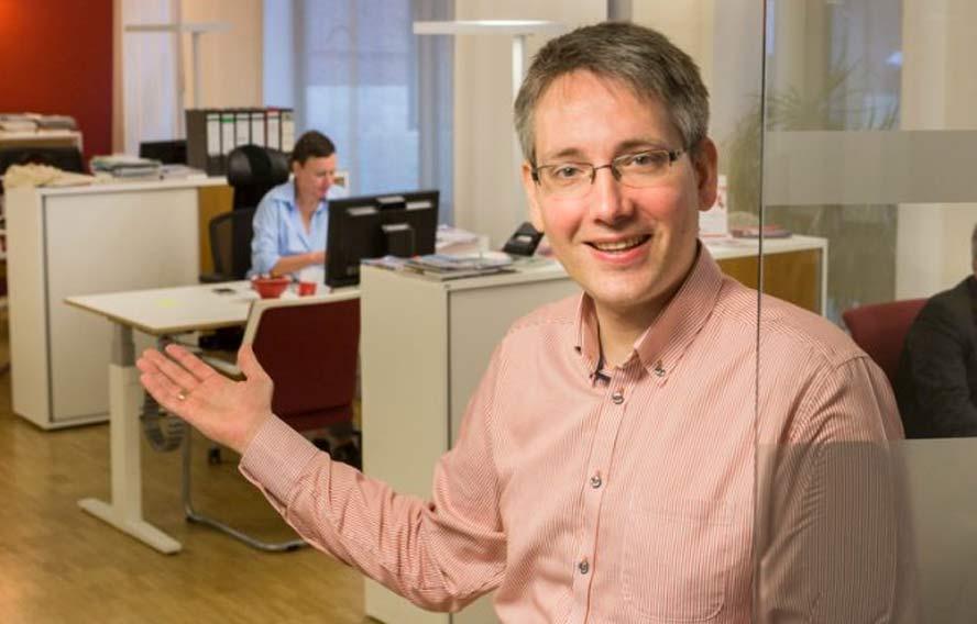Manulel Kühn, Leiter des Willkommensservice Bremen heißt ausländische Fachkräfte zur Beratung in Bremen willkommen.